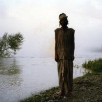 聖地リシケシ ババ・・・・・2    朝靄に立つ