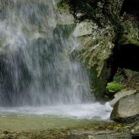 滝を見に行き、ケマンにあたる