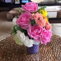 ピンクのバラが可愛いコーンスタイル。