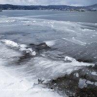 凍てつく湖