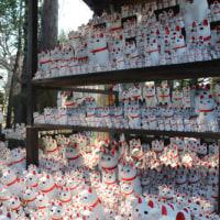 ボロ市沿線・招き猫の豪徳寺