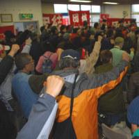 植木団地闘争 弾圧破り2周年集会 デモで富寿栄住民と合流