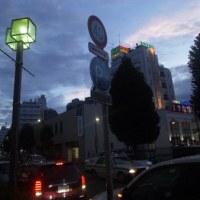 夕暮れる街