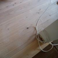 杉板が1枚張られるたびに家が変わっていく