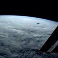 転載: 宇宙から気象改変を行う技術の米国特許だそうです。おもにハリケーンをいじる技術のようです。