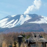 春三月・・・軽井沢・・・大日向から見る・・・煙たなびく浅間山