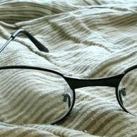老眼鏡とサンダル