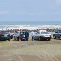 直江津海岸に女性の下半身遺体 警察が身元を確認中