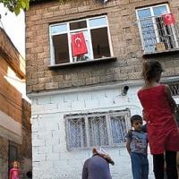トルコ  「3正面作戦」でテロ頻発 欧州で強まるエルドアン政権批判 難民問題への影響も
