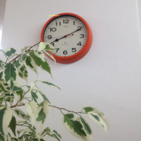 オレンジの電波時計に…