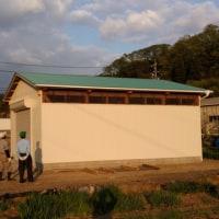 農機具小屋(倉庫)はもうすぐ完成です。