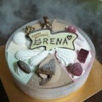 アイスクリームのケーキでハッピーバースデー