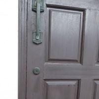 木製玄関ドア塗装 ネットを見ないのにどうやって??