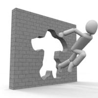 現実という壁の前に立ったとき、 いたずらに壁の厚さを 測ることがないだろうか。