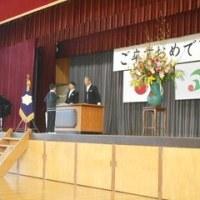 山陽西小卒業式に、高月地域をハンドマイク宣伝