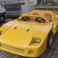 ◎F40スーパーカーを目撃。ハンドルは二つ。誰が運転するかが問題だ。