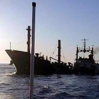 コンテナ船の衝突で油漏れが発生  シンガポール