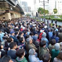 わぁ、大阪で共産党・志位さんの演説を聞こうと、これだけ人が集まったぞ @なんば