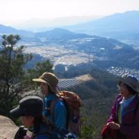 23 火山・丸山・大茶臼山(488・452・413m:安佐南区・西区)縦走登山  展望岩にて