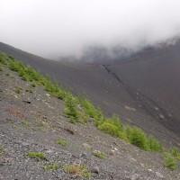 今日に富士山5合目の宝永火口