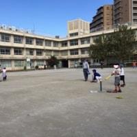 「四つ木ジャガーズ」がミニ野球教室を開催しました。2015年11月。