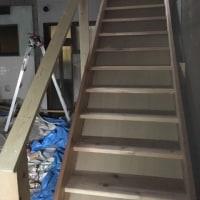 岡山市中区の倉庫さんで木製階段の増設工事完了