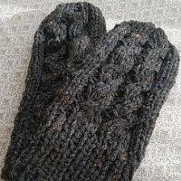 手編みのミトン。