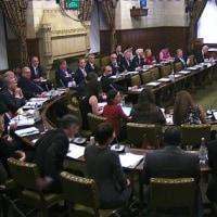 英下院、トランプ氏の国賓招待めぐり激論