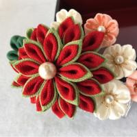 つまみ細工細工髪飾り 桜と菊の共演  鶯色