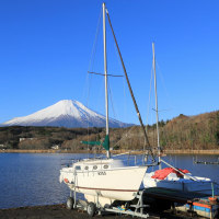 青い空とヨットと富士山