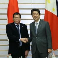 フィリピンのドゥテルテ大統領、反米発言は「単なる言葉」