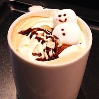 可愛い雪だるまのカフェラテ