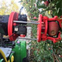 イチゴ摘み取りロボット