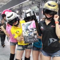 〔大阪モーターサイクルショー2017〕ヘルメット女子、モーサイに現わる!