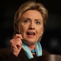 アメリカ大統領選、アメリカ人の本音『女性候補に下品な男』悩ましい選択