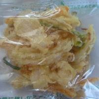 母の昼食は「天ぷらうどん」。
