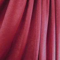赤いカーテン!