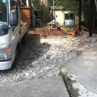 足下の高低差は 粉砕された瓦で 埋め立て 茨城 利根