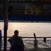 メークロン川の夕日を見んとした