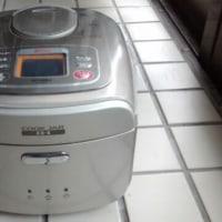 13年使って壊れた炊飯器の次はコレだ。ま・デザインで選びましたが (・_・;