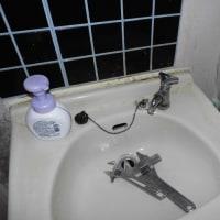 洗面所カランの水が止まらないが?