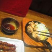 尾道グルメ:「とりかわ権兵衛」で尾道焼きラーメンと鶏串。