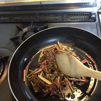 トリアシショウマの炒め物