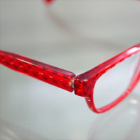 シンプルなデザイン × alain mikli (アラン ミクリ) ならではの鮮やかなレッド 「A03023-B02T」!