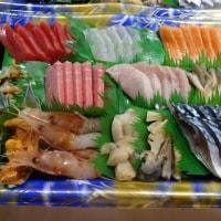 皆さ~ん、いつも「刺身盛合せ」のご予約をいただきありがとうございま~す!!刺身と手作り干物の専門店「発寒かねしげ鮮魚店」の魚屋しげです。