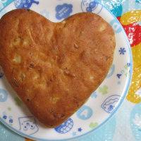 只今、ハートのパンを作成中 (^_-)-☆