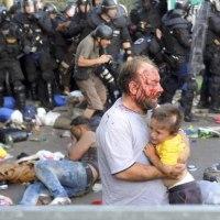 ハンガリーで、投石と不法入国で逮捕、禁錮10年!