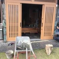 千葉 地震の影響で動かなくなる 玄関サッシを交換に伴うモルタル作業