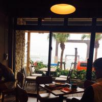 港のカフェ
