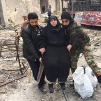 アレッポ住民20万人の窮状、脱出経路なく空爆と飢えに直面